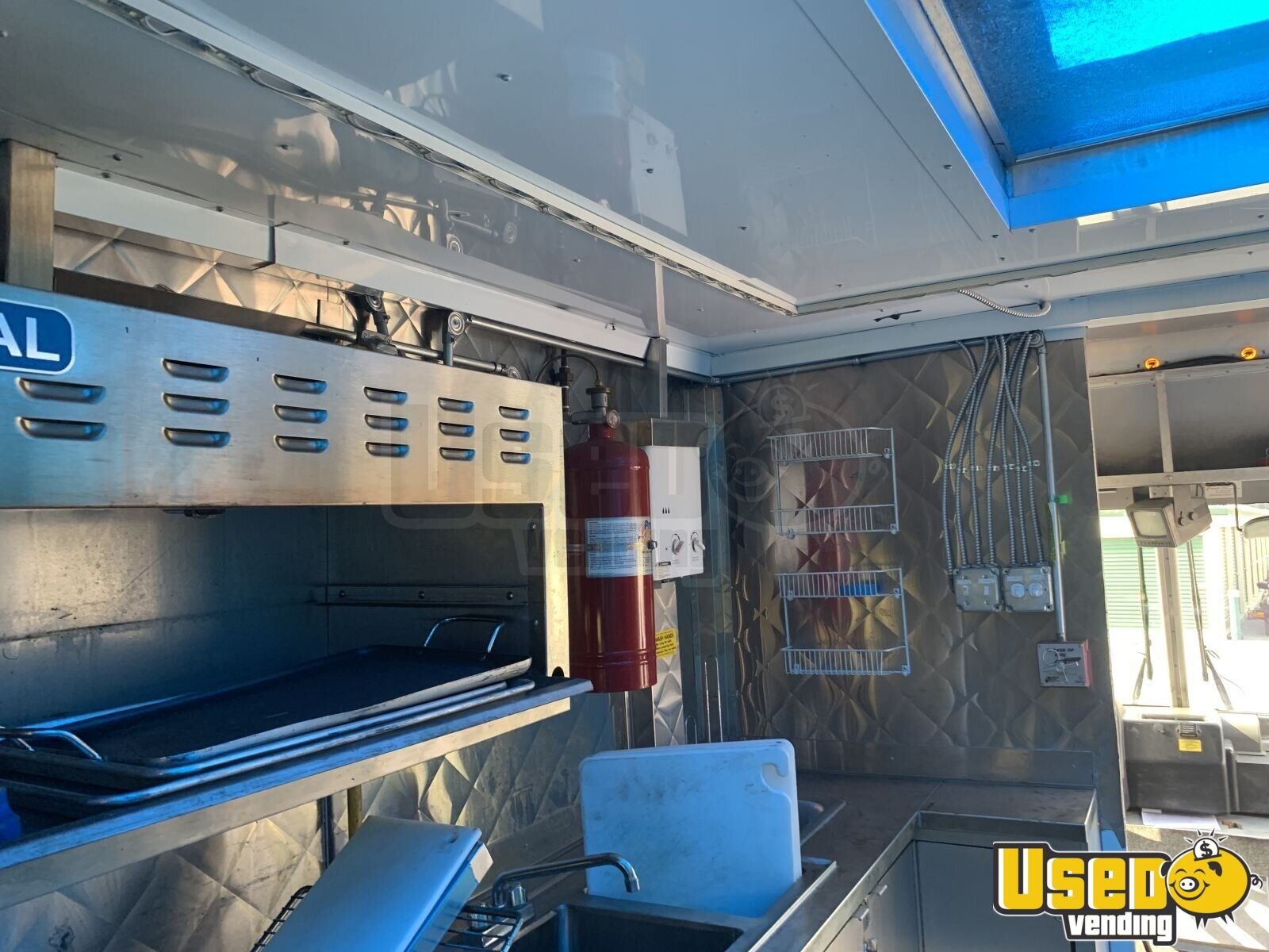 2005 28' Diesel All-purpose Food Truck Salamander / Overhead Broiler New York Diesel Engine for Sale - 19