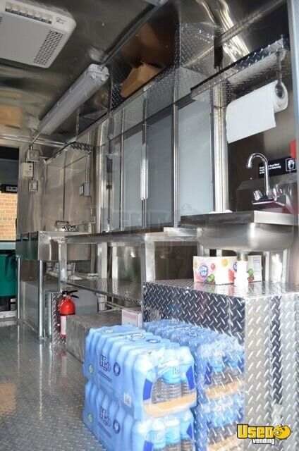 2005 Chevrolet P30 Workhorse Step Van Food Truck Refrigerator Virginia Gas Engine for Sale - 10