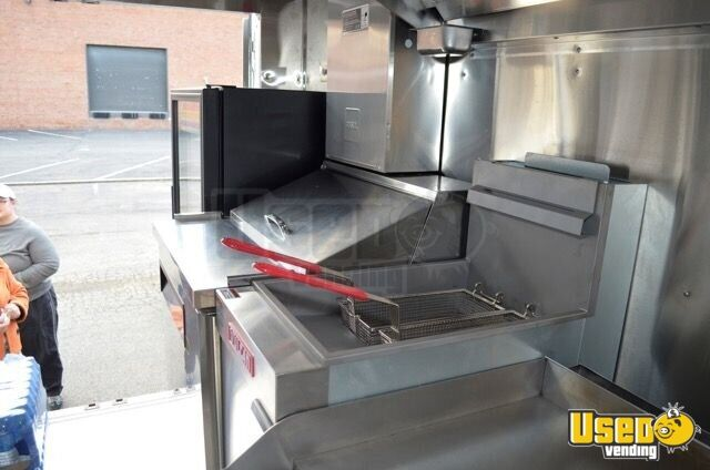2005 Chevrolet P30 Workhorse Step Van Food Truck Steam Table Virginia Gas Engine for Sale - 14