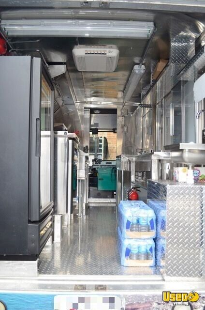 2005 Chevrolet P30 Workhorse Step Van Food Truck Upright Freezer Virginia Gas Engine for Sale - 9