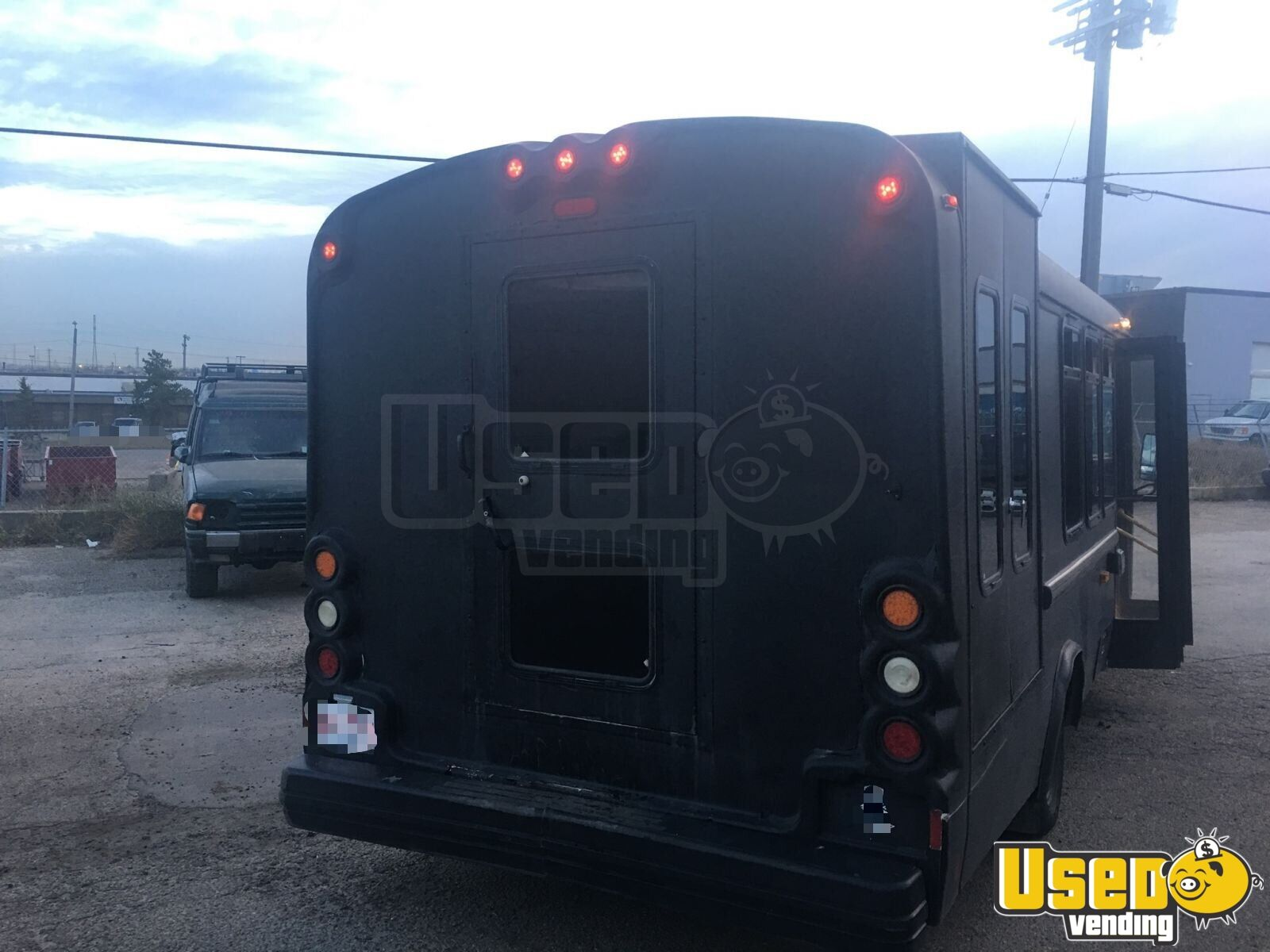 2005 Ford E450 Food Truck Spare Tire Alberta Diesel Engine for Sale - 3
