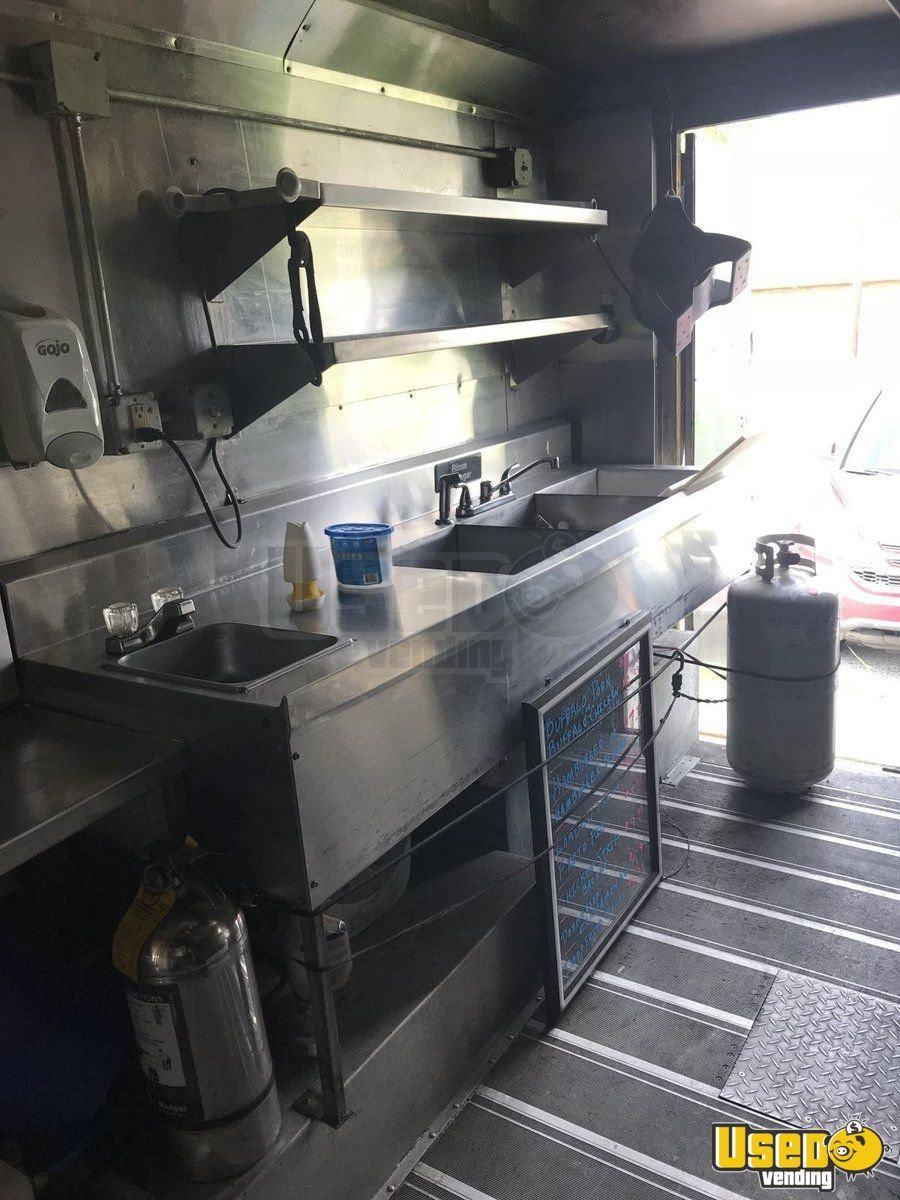2005 Ford E550 All-purpose Food Truck Stainless Steel Wall Covers Texas Gas Engine for Sale - 4