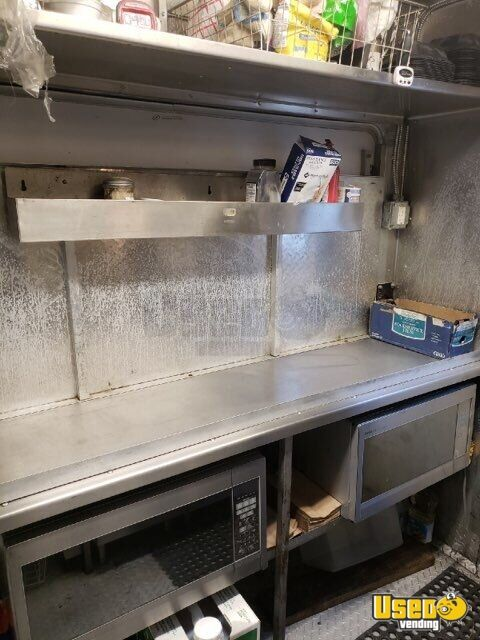 2006 Box Truck Kitchen Food Truck All-purpose Food Truck Prep Station Cooler Missouri Diesel Engine for Sale - 14