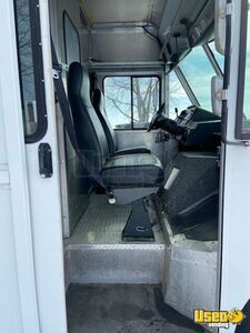 2006 E450 Mobile Boutique Truck Mobile Boutique Trailer Additional 1 Illinois Gas Engine for Sale