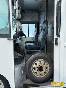 2006 E450 Mobile Boutique Truck Mobile Boutique Trailer Additional 7 Illinois Gas Engine for Sale