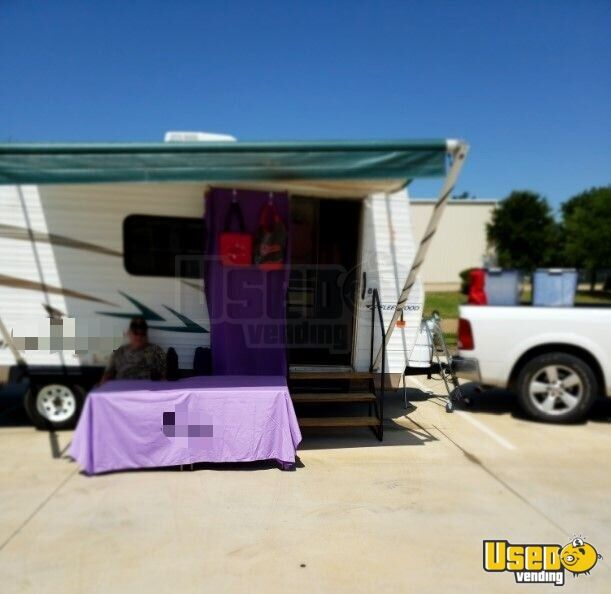 2006 Mallord Mobile Boutique Truck Air Conditioning Texas for Sale - 2