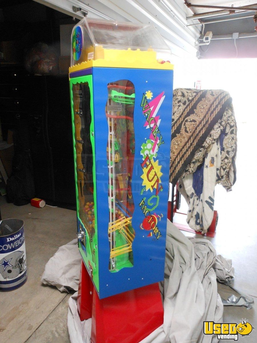 2006 Wacky Fun Factory - Super Wowie Zowie Large / Kinetic Gumball Machine 3 California for Sale - 3