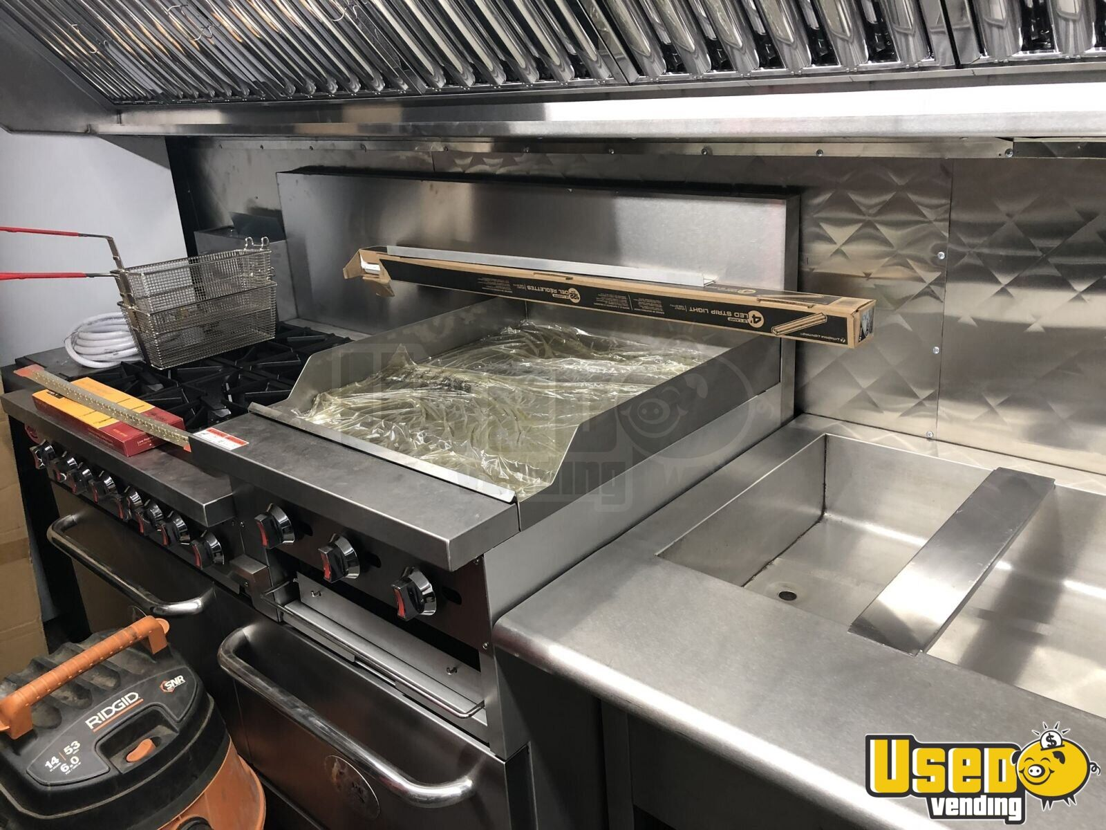2007 320 Kitchen Food Truck All-purpose Food Truck Insulated Walls New York Diesel Engine for Sale - 6