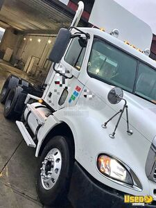 2007 Columbia Freightliner Semi Truck 4 Washington for Sale