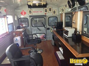 2007 E450 Mobile Hair Salon And Barber Shop Truck Mobile Hair Salon Truck Cabinets Florida Diesel Engine for Sale