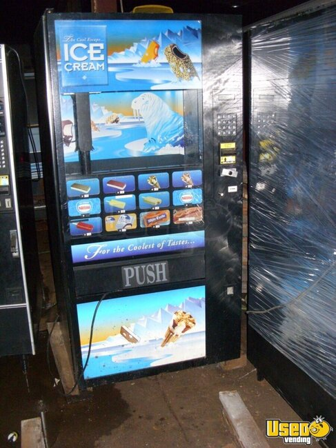 2007 Fastcorp 631 Other Snack Vending Machine Wisconsin for Sale