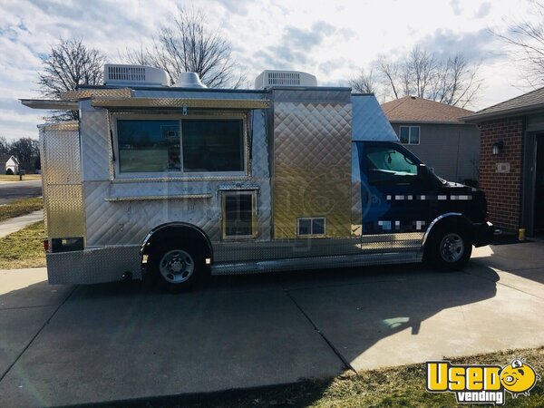 2008 Chevy Express G3500 Food Truck Indiana Gas Engine for Sale