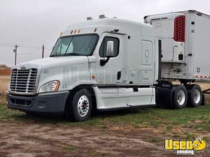 2009 Cascadia Freightliner Semi Truck Idaho for Sale