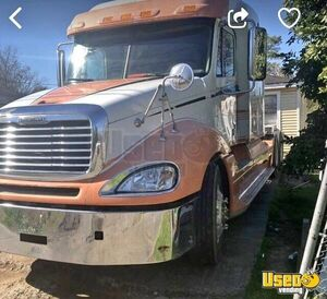 2009 Colombia Sleeper Cab Semi Truck Freightliner Semi Truck 2 Texas for Sale