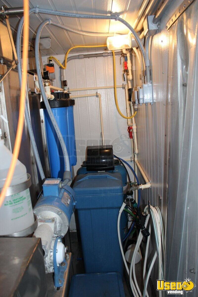 2010 Twice the Ice Hut Bagged Ice & Water Vending Machine ...