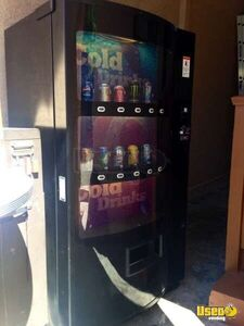 (1) - 2010 Electrical Soda Vending Machine for Sale in California!!!