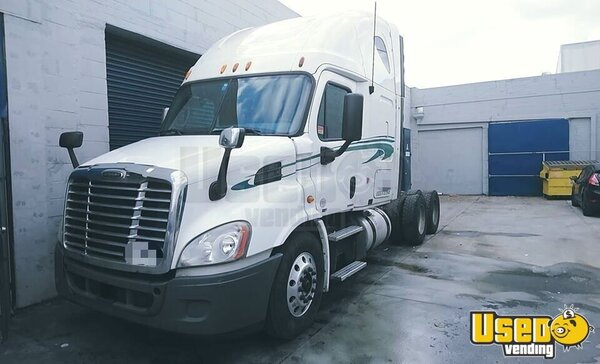 2011 Cascadia Freightliner Semi Truck California for Sale