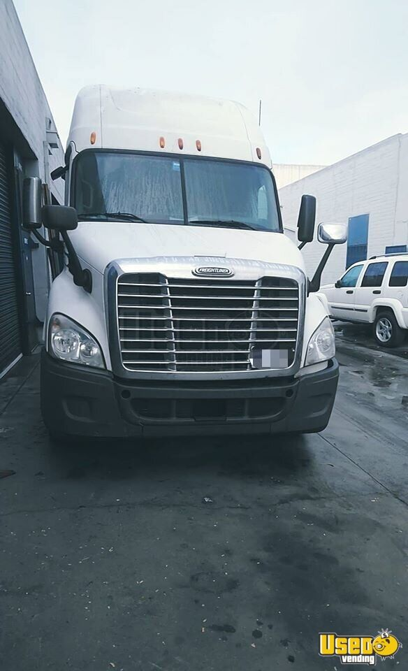 2011 Cascadia Freightliner Semi Truck Double Bunk California for Sale - 2