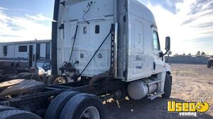 2011 Cascadia Sleeper Cab Semi Truck Freightliner Semi Truck 2 Texas for Sale
