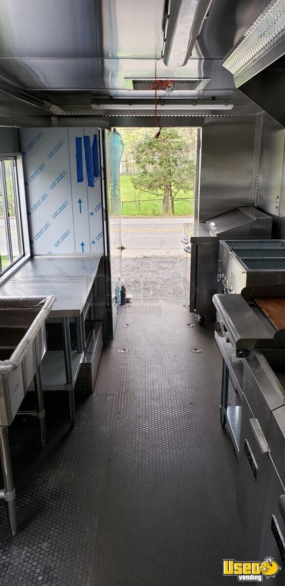 2011 Workhorse All-purpose Food Truck Prep Station Cooler New Jersey Diesel Engine for Sale - 12