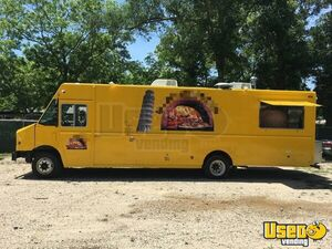 2011 Workhorse Pizza Food Truck Cabinets Texas Gas Engine for Sale