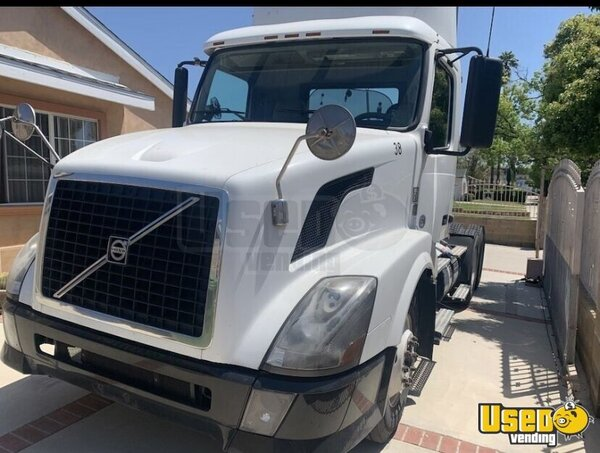 2012 Vnl670-64t300 Day Cab Semi Truck Volvo Semi Truck California for Sale