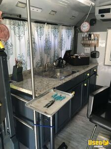 2013 Ford E450 Cutaway Mobile Hair Salon Truck Interior Lighting Virginia Gas Engine for Sale