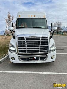 2015 Cascadia Evolution Sleeper Cab Semi Truck Freightliner Semi Truck 5 Utah for Sale