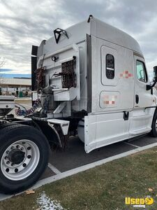 2015 Cascadia Evolution Sleeper Cab Semi Truck Freightliner Semi Truck 7 Utah for Sale