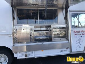 2016 Ford F550 Kitchen Food Truck All-purpose Food Truck Concession Window Kentucky Gas Engine for Sale