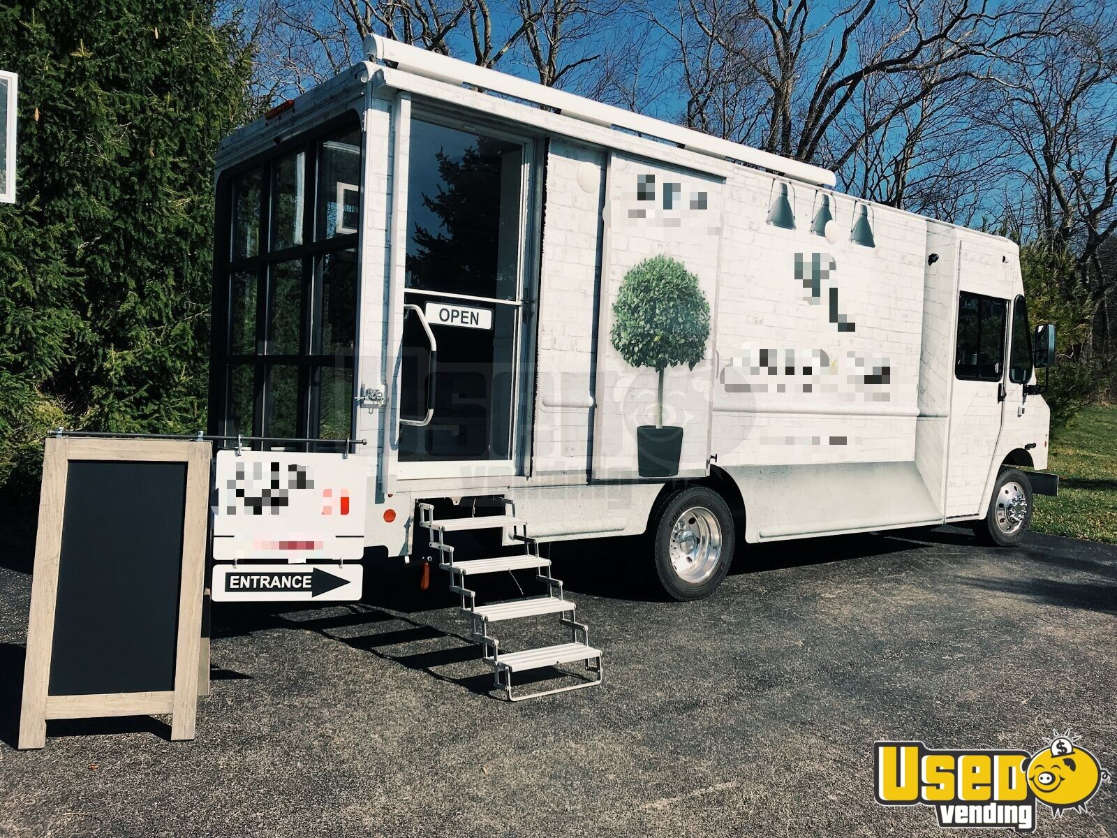 2016 Ford Step-up Van Mobile Boutique Truck Ohio Gas Engine for Sale - 1