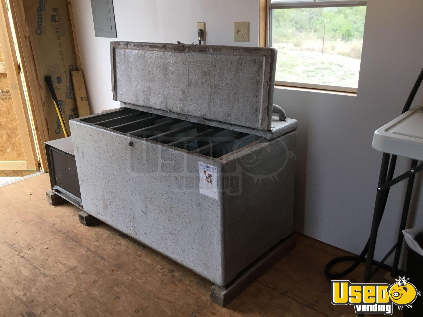 Southern snow ice block maker