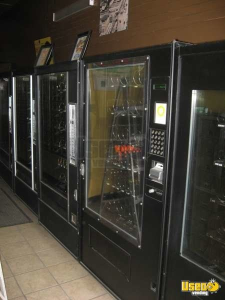 5600 7600 Automatic Products Snack Machine California for Sale