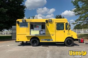 Fully Loaded Used Chevrolet P30 27' Stepvan Kitchen Food Truck for Sale in Alabama!