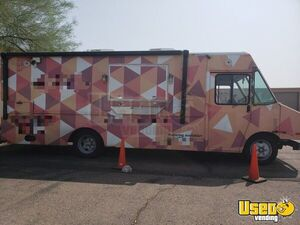 27' Freightliner MT13FD Diesel Food Truck / Waffle Truck Mobile Kitchen for Sale in Arizona!