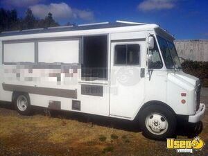 Custom Built Chevy 26' Food Truck / Mobile Kitchen with Workhorse Chassis for Sale in California!