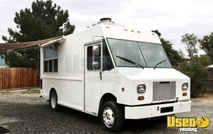 Well-Equipped Freightliner 20' Diesel Step Van Kitchen Food Truck for Sale in Colorado!