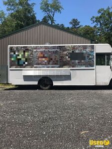 28' Workhorse Used Step Van Food Truck with Commercial Kitchen for Sale in Delaware!!