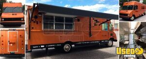 2002 - 18' Chevy Workhorse P30 Fully Loaded Mobile Kitchen Food Truck for Sale in Florida!!