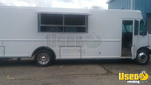 2017 Freightliner Commercial Mobile Kitchen Food Truck for Sale in Florida!