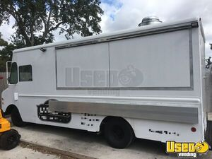 GMC P35 Used Mobile Kitchen Food Truck for Sale in Florida!!!