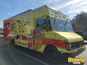 25' Workhorse P30 Step Van Mobile Kitchen Food Truck w/ New Kitchen Buildout for Sale in Georgia!