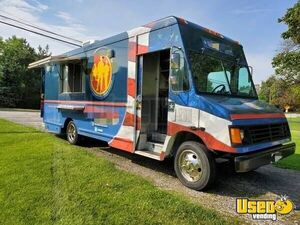2000 Used 27' Chevy V8 P30 Food Truck Mobile Kitchen for Sale in Illinois Loaded!