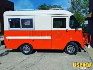 Vintage 1966 Ford Grumman Olson Food Truck / Clean Mobile Food Unit for Sale in Illinois!