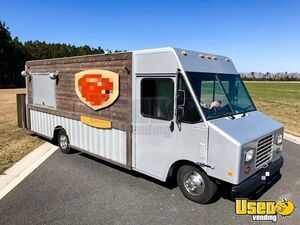 Chevrolet P30 Diesel Step Van Loaded Mobile Kitchen Food Truck for Sale in Maryland!!