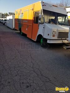Lightly Used 2005 Chevy WorkHorse 18' Stepvan Kitchen Food Truck for Sale in Maryland!