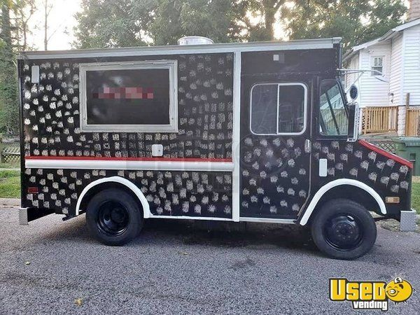 Used Chevrolet P30 Food Truck/Kitchen on Wheels in Excellent Working Condition for Sale in Maryland!