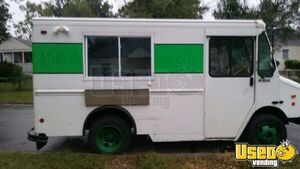 2002 - 18' Lightly Used Chevrolet Workhorse P30 Mobile Kitchen Food Truck for Sale in Maryland!!