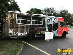 2011 Workhorse W62 30' Fully Loaded Professional Rolling Kitchen Food Truck for Sale in Michigan!
