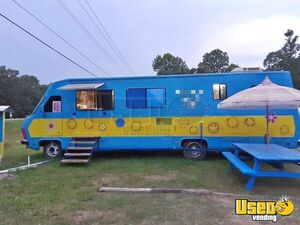 Low Mileage Pace Arrow Motorhome Mobile Kitchen Food Truck for Sale in Mississippi!